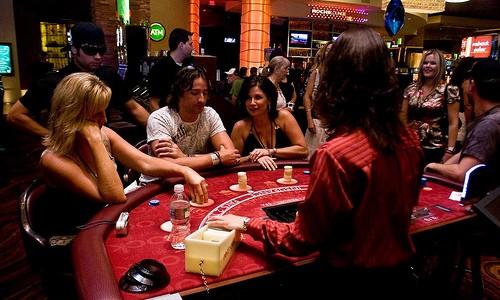 Live Blackjack vs. Online Blackjack game rules